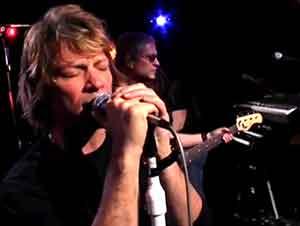 """Gran interpretación de """"Hallelujah"""" por Bon Jovi"""