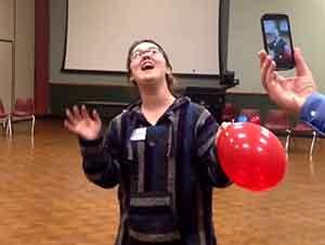 Cantante de opera inhala helio para cantar