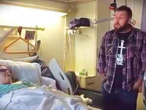 Contratistas cantantes sorprende a paciente en el hospital!