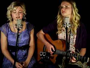 """Hermanas cantan y dedican """"Amazing Grace"""" a su abuela."""