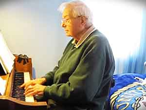 "Pianista de 88 años interpreta ""It Might As Well Be Spring"""