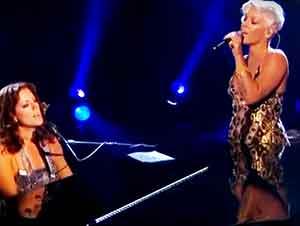 """Dueto canta la canción de """"Angel"""""""