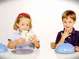 Niños comparten un sandwich en experimento secreto.