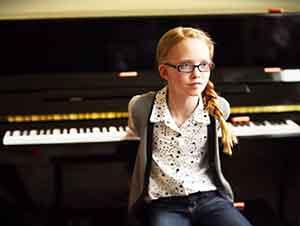 Hermanos super talentosos tocan el piano…AL REVÉS!!!
