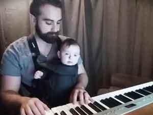 Papá Se Las Ingenia Para Hacer Dormir A Su Hijo