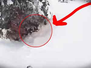 Padre Rescata A Su Hijo De La Nieve