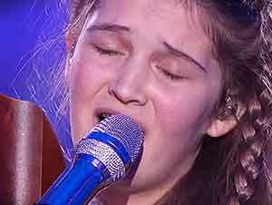 Niña De 15 Años Canta Con Su Arpa