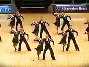 Bailarines Sorprenden Con Un Gran Número De Baile