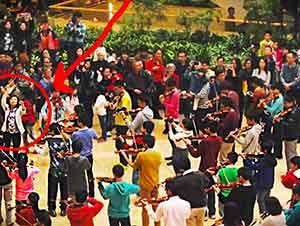 """Todos Los Compradores En Este Centro Comercial En Hong Kong Se Llevaron Una Muy Grata Sorpresa Con Esta Gran """"Flash Mob"""""""
