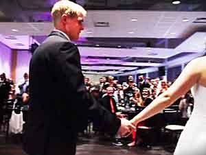 Novios Dejan Sorprenden A Todo El Mundo Con Su Primer Baile Sorpresa