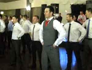 ¿A Que Nunca Has Visto A Nadie Bailar Así En Una Boda?
