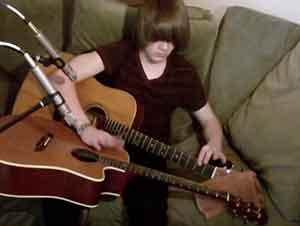 ¿Cómo Puede Este Muchacho Hacer Esto? No Lo Se. Pero La Música Que Crea Es ¡Maravillosa!