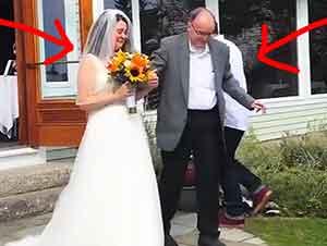 Su hija Estaba A Punto De Caminar Hacia El Altar Cuando Su Padre Se Paro De La Silla D Ruedas Para Acompañarla