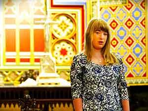 Su Madre Le Dijo Que Cantara En Una Capilla Antigua En Una Iglesia… El Resultado Es Increible