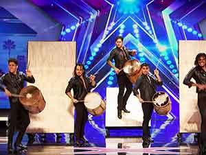 Tocan Los Tambores Y También Bailan Esto Es Completamente Genial!