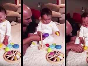 Bebé Encuntra A Su Juguete Muy Gracioso