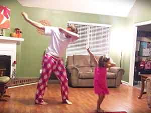 Baile Entre Padre E Hija Con un Twist Muy Simpático