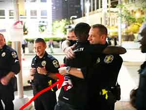 Abrazos Gratis Para Todos Los Policias