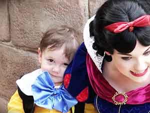 Niño De Dos Años Con Autismo Quiere Mucho A Blancanieves
