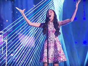 "Enorme Presentación De Una Joven Muchacha Cantando ""The Prayer"""