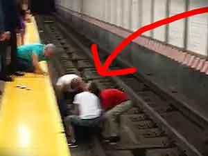 Buenos Samaritanos Rescatan A Hombre De Las Vias Del Metro