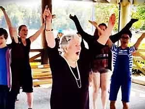"""""""Flash Mob"""" Para Festejar El Cumpleaños 85 De Esta Señora"""