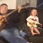 "Padre E Hija Cantan ""You Are My Sunshine"" En Hermoso Dueto"