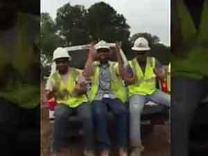 Trabajadores Cantando Alabanza