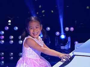 Niña Prodigio Toca El Piano