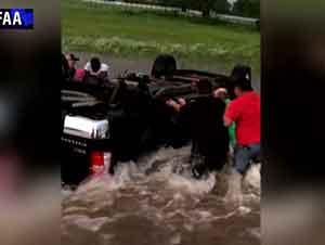 Valiente Rescate En Medio De Un Rio
