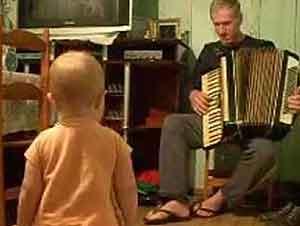 Bebita Y Abuelo Hacen Un Buen Dueto