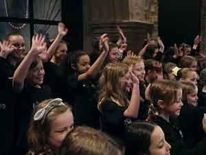 Estudiantes Cantan En La Boda De Su Maestra