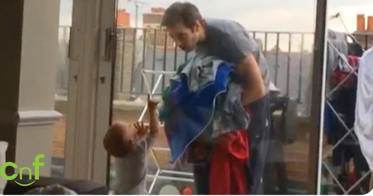 Papá Y Bebé Platicando