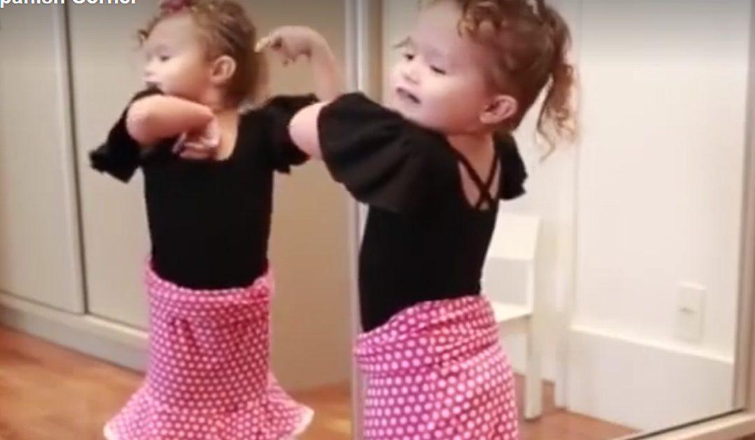 Pequeñita Bailando Flamenco