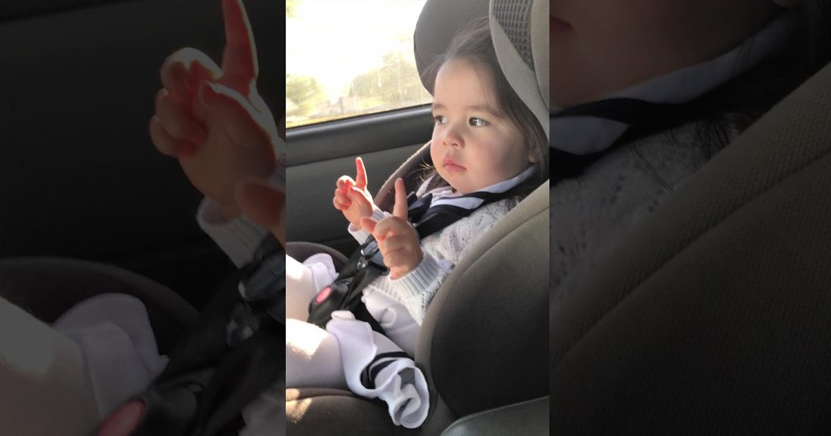 Bebita Baila En El Carro